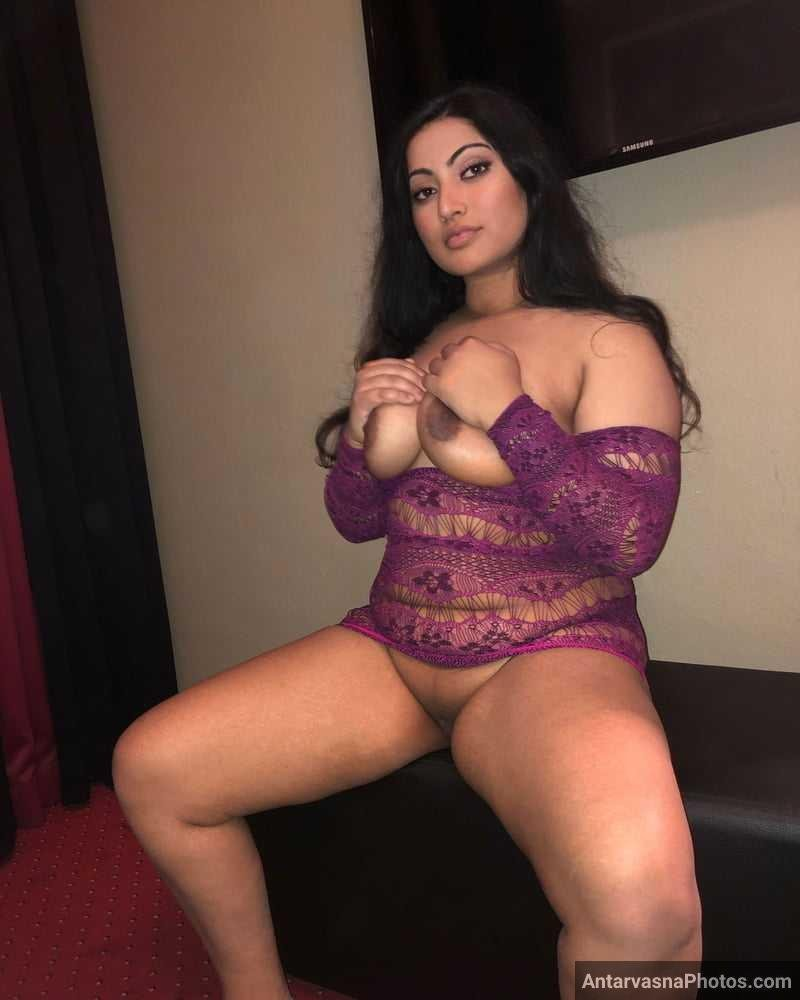 model plays with big boobs