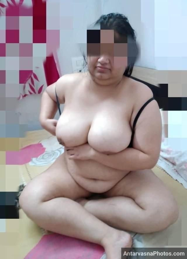 big huge boobs wali sexy aunty playing with own boobs
