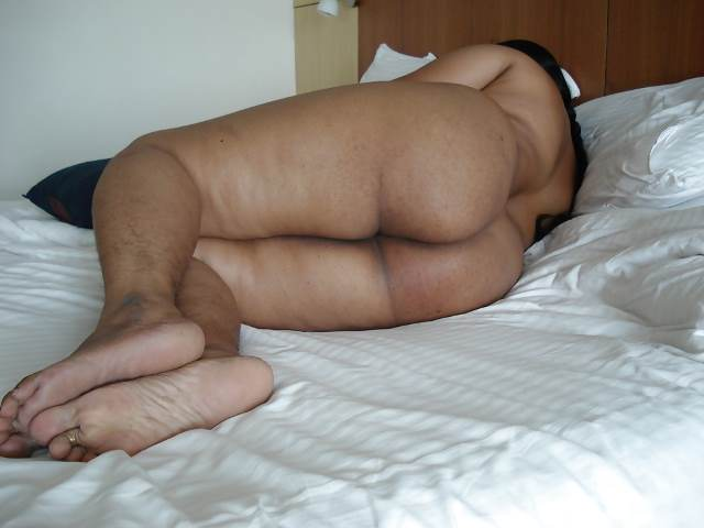 indian aunty nude sexy pic in hotel bed after sex
