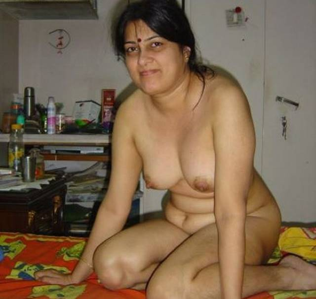 bed me nude aunty