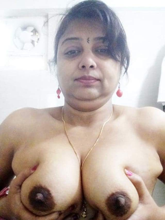 indian aunty giving her tits to lover