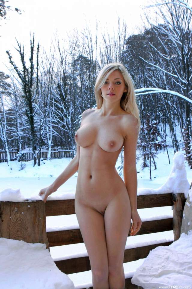 nude girl showing big breast and vagina