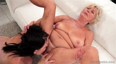 Drinking Wine And Eating Pussy With Granny Lesbian Pussy