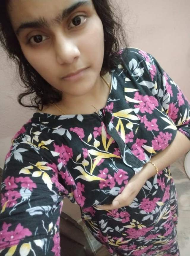 Indian college girl showing tits in kameej